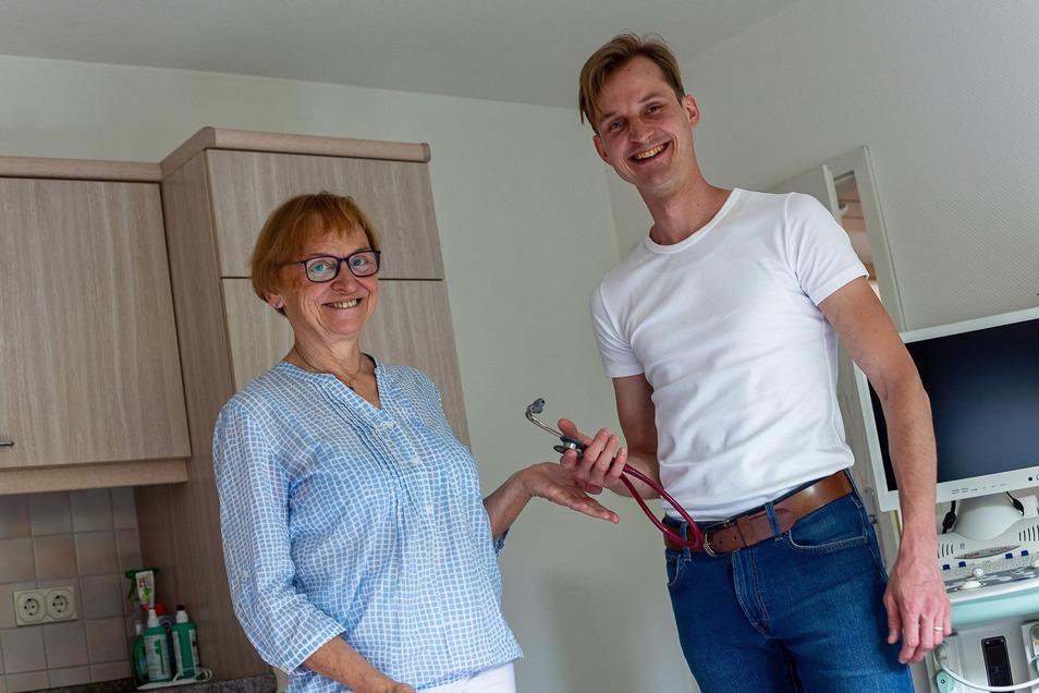 Karla Gieseler übergibt ihre Praxis in Dorfhain an den Facharzt für Allgemeinmedizin Jan Gregurek.