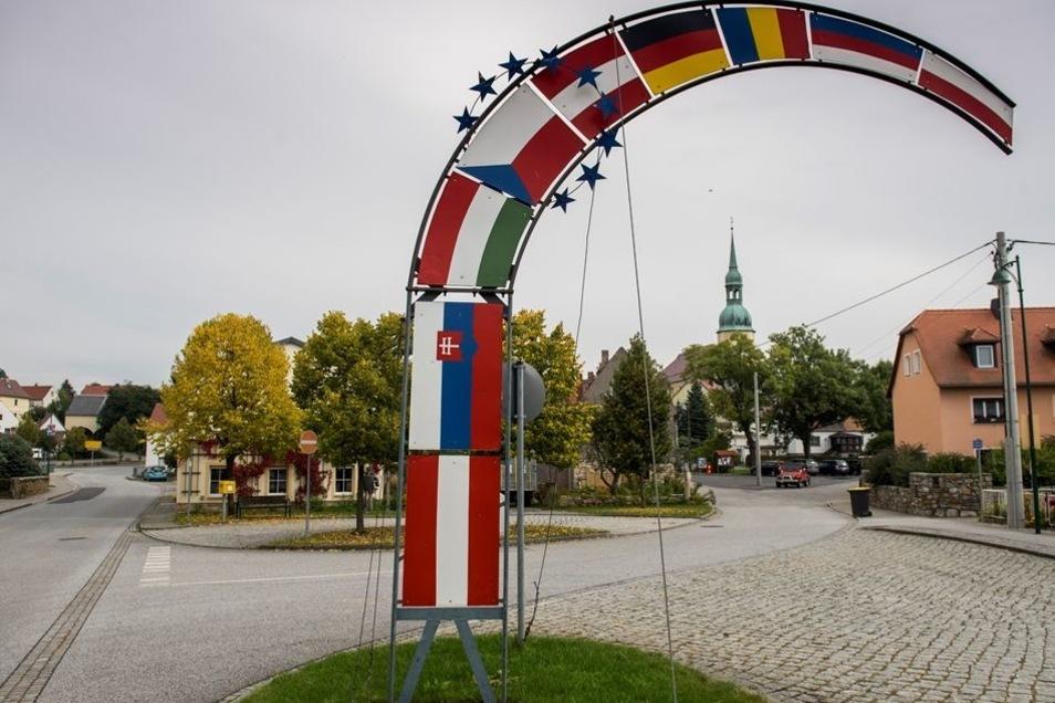 Crostwitz, historisches Kleinod im Sorbenland, ist für das traditionelle Osterreiten bekannt.