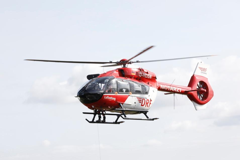Nach einem Unfall wurde eine Ostrauer Seniorin mit einem Rettungshubschrauber in eine klinik gebracht.