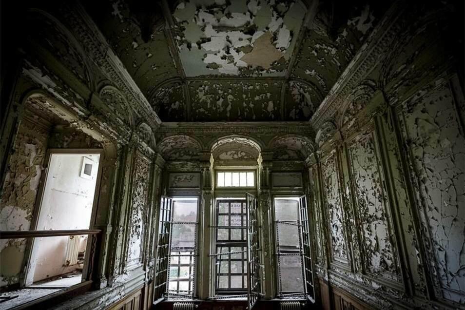 Der frühere Glanz des 1897 entstandenen Hauses ist an vielen Stellen noch zu erahnen...