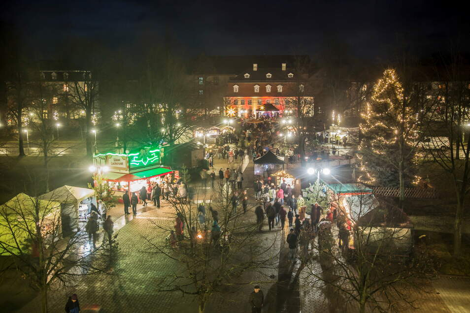 Im Lichterglanz zeigte sich der Weihnachtsmarkt 2019. Im vergangenen Jahr durfte kein Weihnachtsmarkt stattfinden. Nun hoffen die Nieskyer auf dieses Weihnachten.