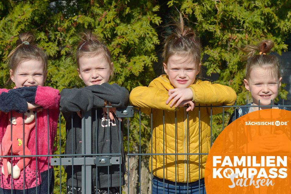 Die Vierlinge Jasmin, Laura, Kim und Sophie (von links) sind mittlerweile schon acht Jahre alt.