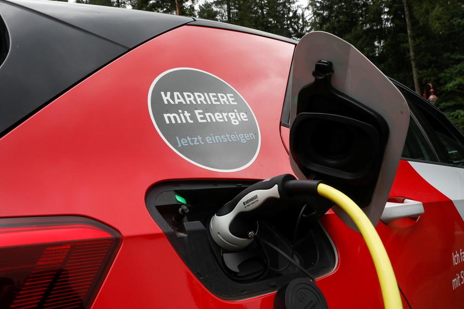 Mehrere neue E-Ladesäulen für Autos will SachsenEnergie demnächst aufstellen.