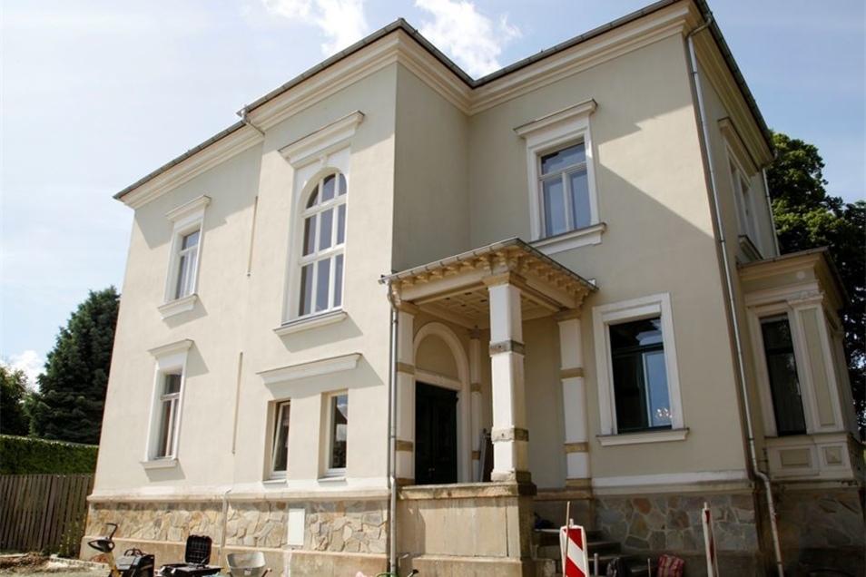 Marita Linke hat die Villa in der Hauptstraße 57 in Neugersdorf saniert und hat dort einen Laden.