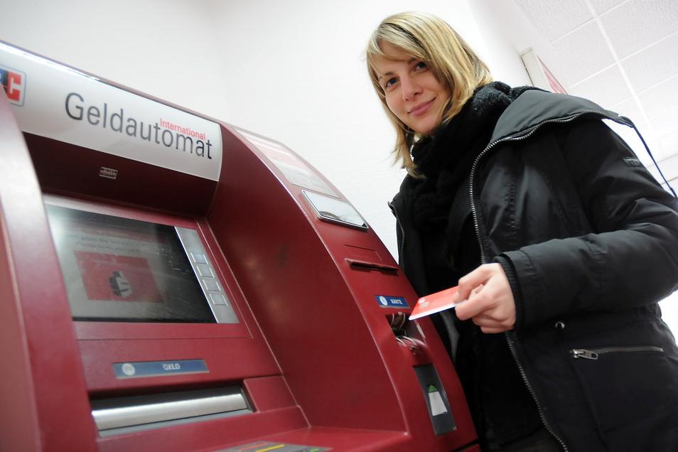 Sparkassenkunden können vom 24. September bis 8. Oktober kein Geld an den Automaten in den Filialen in Leisnig und Ostrau abheben. Bargeld gibt es in dieser Zeit nur am Schalter.