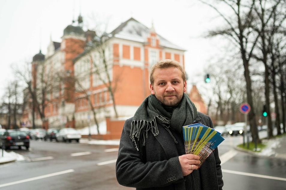 Andreas Glaubitz, Lehrer an der Melanchthonschule gehört zur Arbeitsgruppe Tag der offenen Tür und ist für die Verteilung der Schulflyer verantwortlich.
