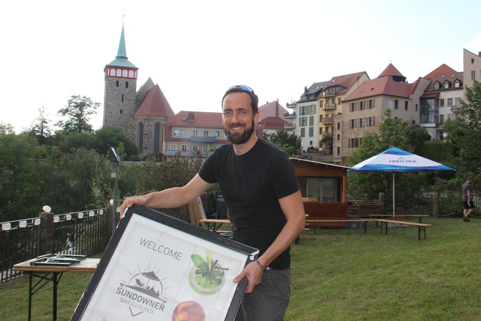 Beno Brězan hat in den vergangenen Tagen das Gelände an der Röhrscheidtbastei in Bautzen für die Eröffnung seiner Sundowner-Bar vorbereitet.