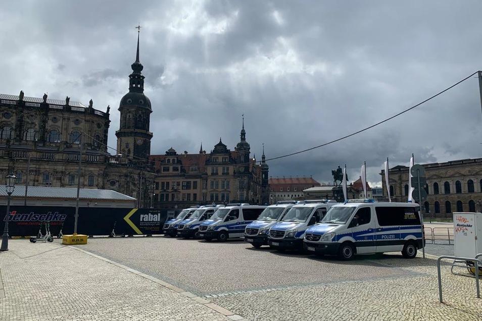 Die Dresdner Versammlungsbehörde hat eine für Samstag geplante Kundgebung verboten.