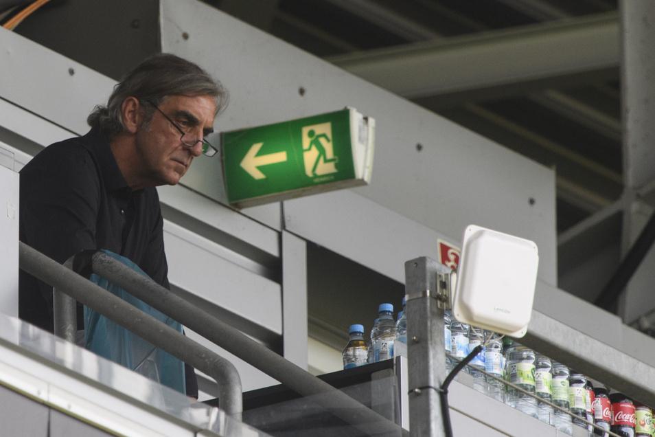 Ralf Minge auf seinem Stammplatz im Stadion - der Pressetribüne. Es ist seine bekanntlich letzte Partie als Sportchef.