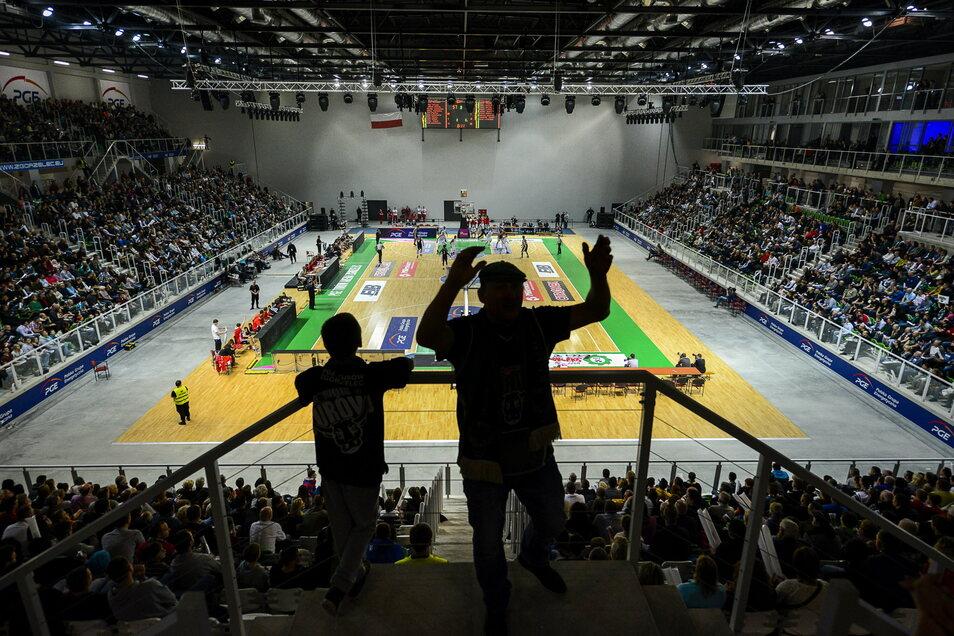 Da war alles noch in Ordnung: das erste Basketballspiel in der neuen Halle in Zgorzelec im Jahr 2014.