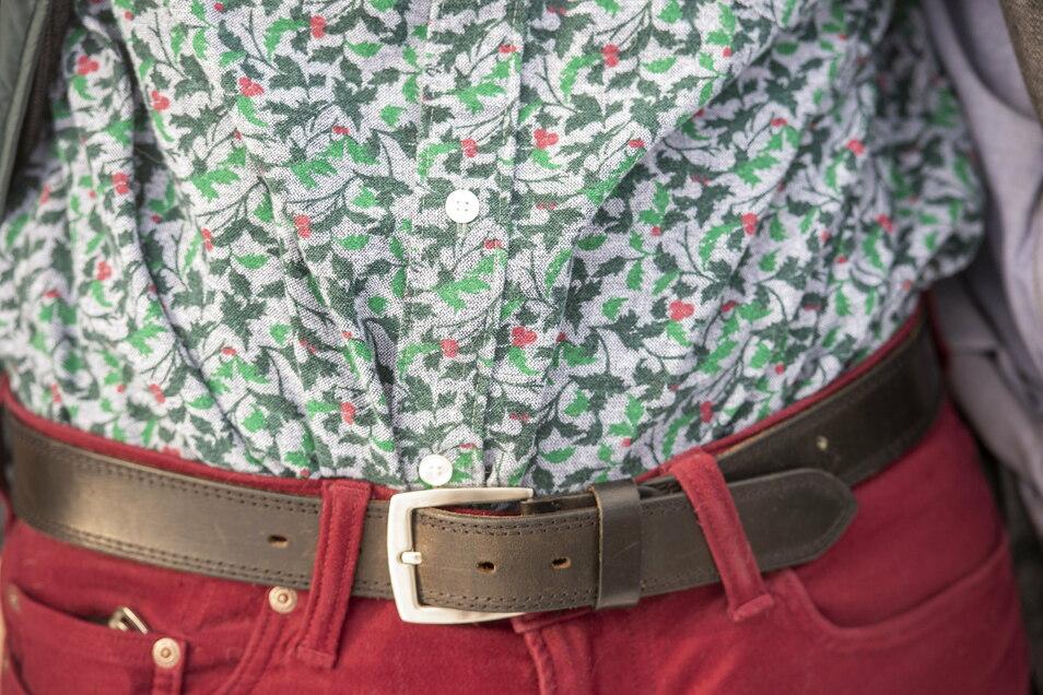 """Stechpalmenkult: In England, Heimat des """"Holly"""", kaufte Andreas Roloff dieses Hemd, das die gezackten Blätter und roten Steinfrüchte des Baums zeigt."""