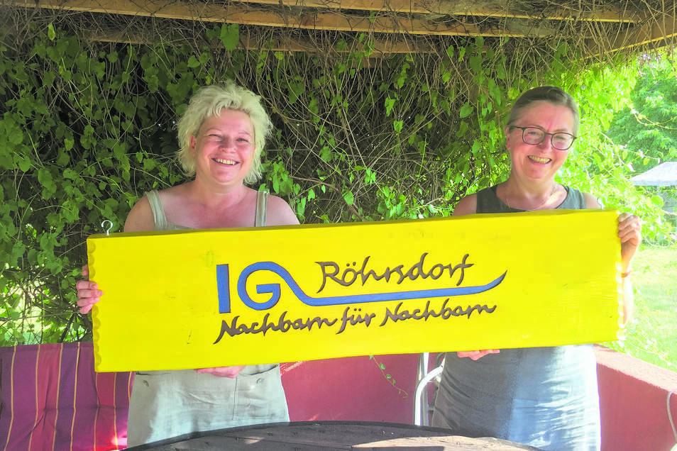 Franziska Stejskal (l.) und Heike Schuster von der Interessengemeinschaft Röhrsdorf wollen für die Gemeinde Klipphausen einen Bauernmarkt auf die Beine stellen, um Produkte zu präsentieren und Menschen zusammen zu bringen.