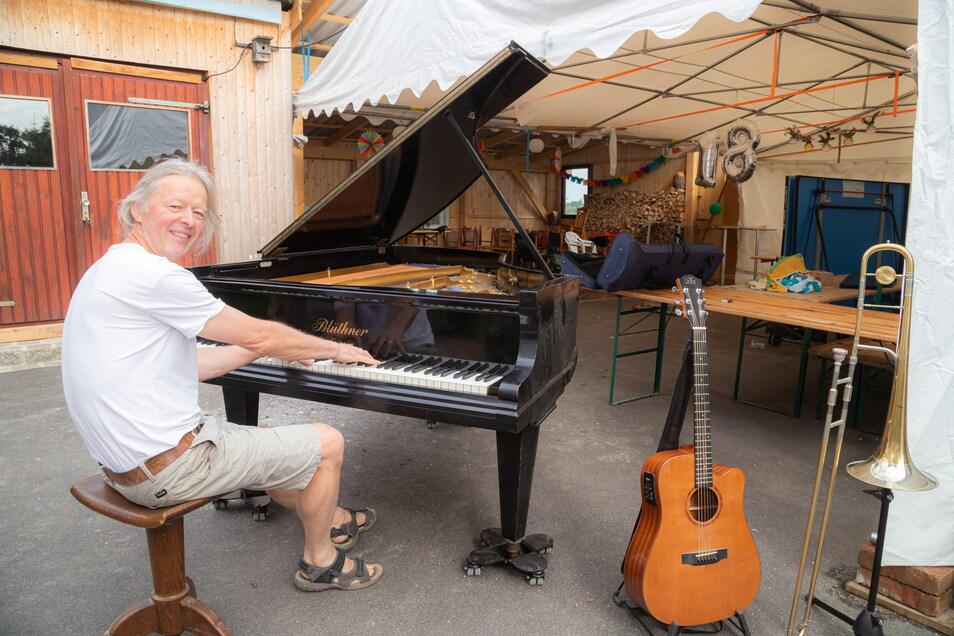 Den Flügel auf den Hof geschoben - und los geht's bei Orgelbauer Johannes Soldan. Er lädt am Freitag zu einem spontan organisierten Nach-Corona-Musikabend in seinen Ödernitzer Betrieb ein.