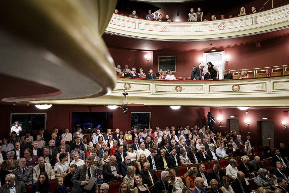 Das Theater war zu Octavian Ursus Amtseinführung gut gefüllt.