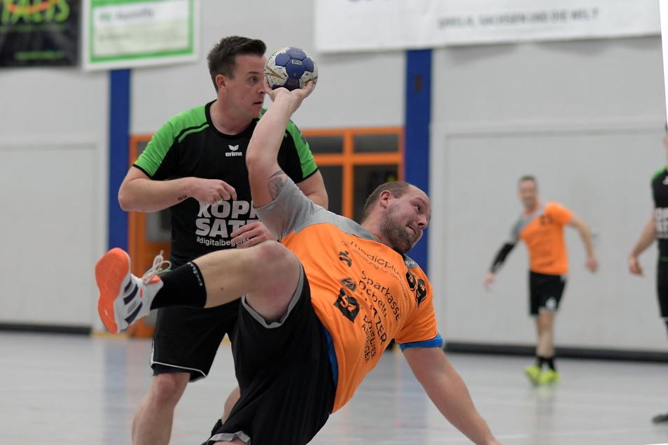 Die Verbandsligahandballer des VfL Waldheim müssen am Sonnabend im Pokalwettbewerb der Vorsaison ran. Gegner ist die SG LVB Leipzig.