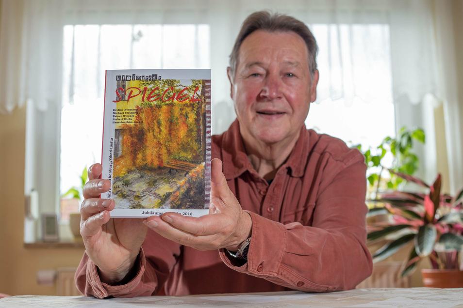 Norbert Hieke - hier bei der Vorstellung der ersten Ausgabe 2018 - ist auch einer der Autoren des dritten Rothenburger Kleinstadtspiegels.