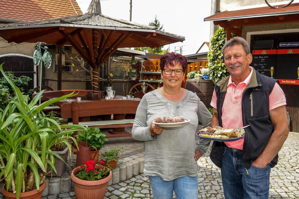Die Speisekarte haben Ina und Hartmut Pietke vom Gast- und Radlerhof Guttau reduziert. Bei den Plätzen war das nicht nötig, sowohl im Biergarten als auch im Gastraum stehen die Tische weit genug voneinander entfernt.