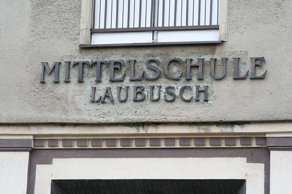 Dieses Foto entstand 2008. Da stand die Schule am Markt in Laubusch bereits seit zwei Jahren leer. Die Schließung der Mittelschule Laubusch erfolgte 2004.