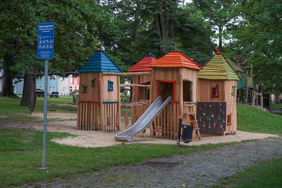 Im Schiebocker Lutherpark steht seit Kurzem eine neue Spielburg.
