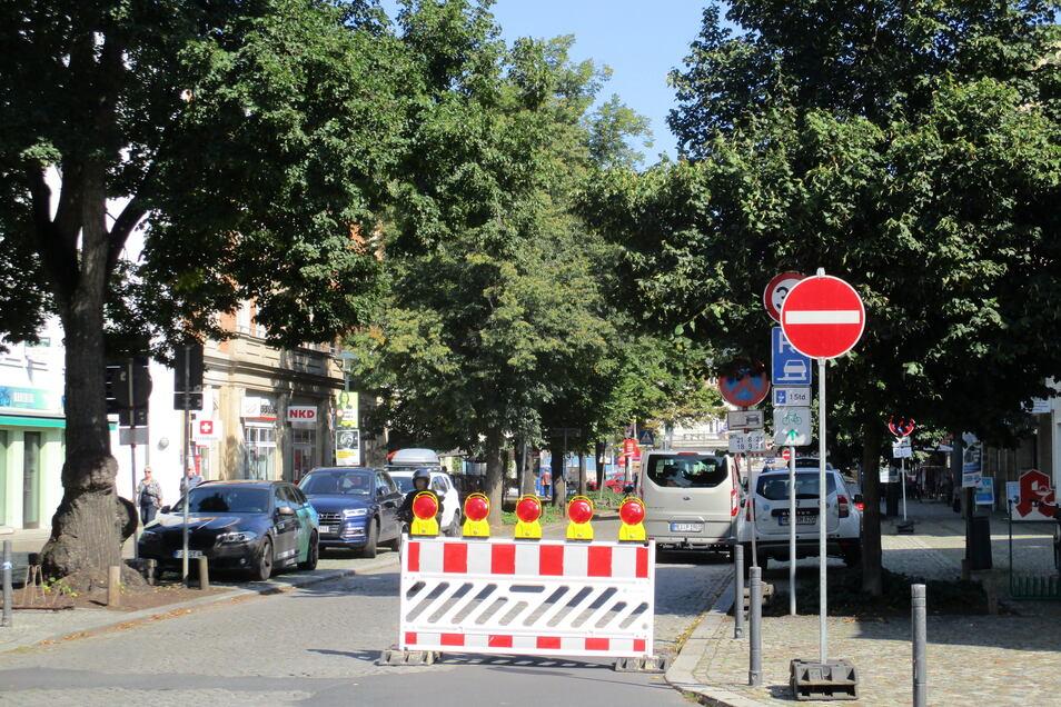 Seit diesem Freitag ist die Bahnhofstraße auch im mittleren Abschnitt halbseitig gesperrt.