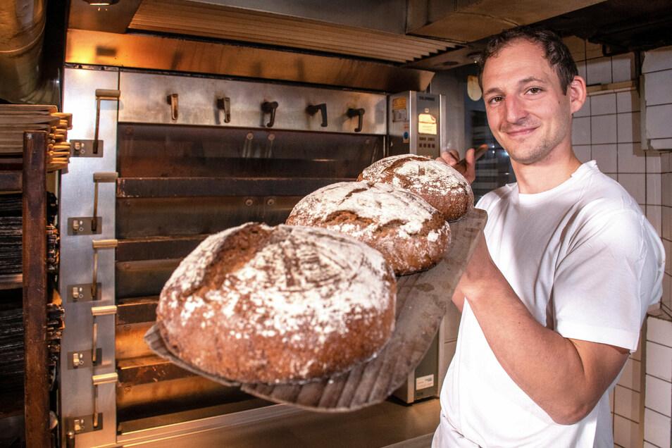 So sieht das Vollkornbrot aus, das Bäckermeister Christian Brauer aus Böhrigen donnerstags aus dem Ofen holt. Um eins zu kaufen, fahren Kunden dann durchaus mal ein paar Kilometer.