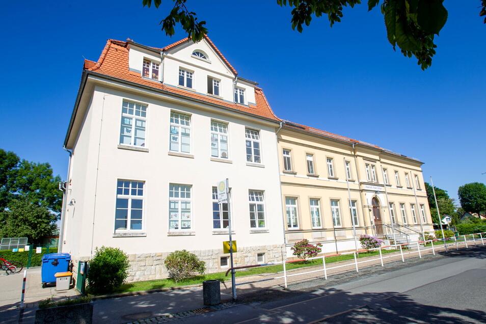 Heidenaus kleinste Grundschule: Die Heinrich-Heine-Schule in Großsedlitz.