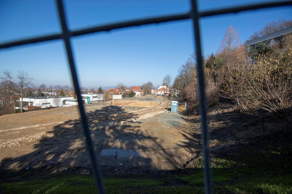 Blick über das neue Wohngebiet in Richtung Hanno: Die Arbeiten an der Tiefgarage haben bereits begonnen.