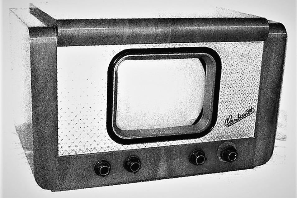 """So sah das Fernsehgerät vom Typ FE 852 """"Rembrandt"""" aus. Mit einer Bildschirmgröße von 24 mal 18 Zentimeter wurde es ab 1953 in der DDR verkauft. Hersteller war der VEB Sachsenwerk Radeberg, später Rafena. Über 42.000 Stück wurden produziert."""