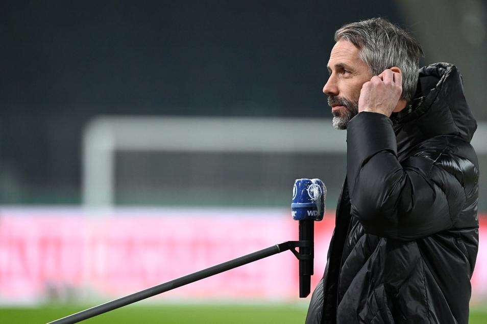 Mönchengladbachs Trainer Marco Rose vor dem Spiel beim Interview.