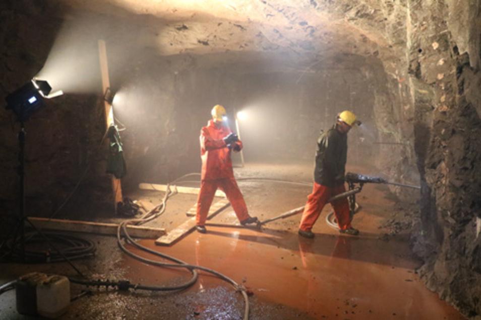 Aus 150 Tonnen komplexer Erze, die aus dem Besucherbergwerk Zinnkammern Pöhla im Erzgebirge entnommen wurden, wollen Forscher Metalle auf wirtschaftliche Weise gewinnen..