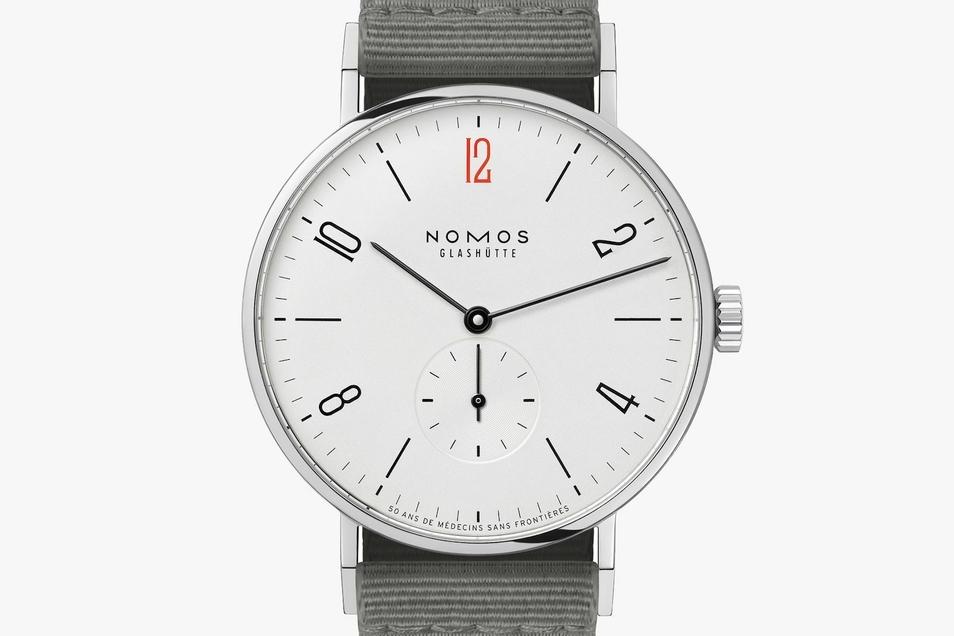 Nomos-Uhr 4: Das Modell Tangente 38 – 50 Ans De Médecins sans Frontieres kostet 1.620Euro.