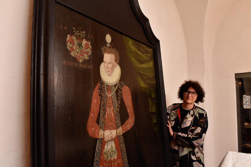 Das Bild zeigt Margarethe von Pflugk im Alter von 15 Jahren. Gabriele Gelbrich, Chefin des Lauensteiner Museums, ist froh über die unerwartete Zuwendung der Siemens Stiftung.