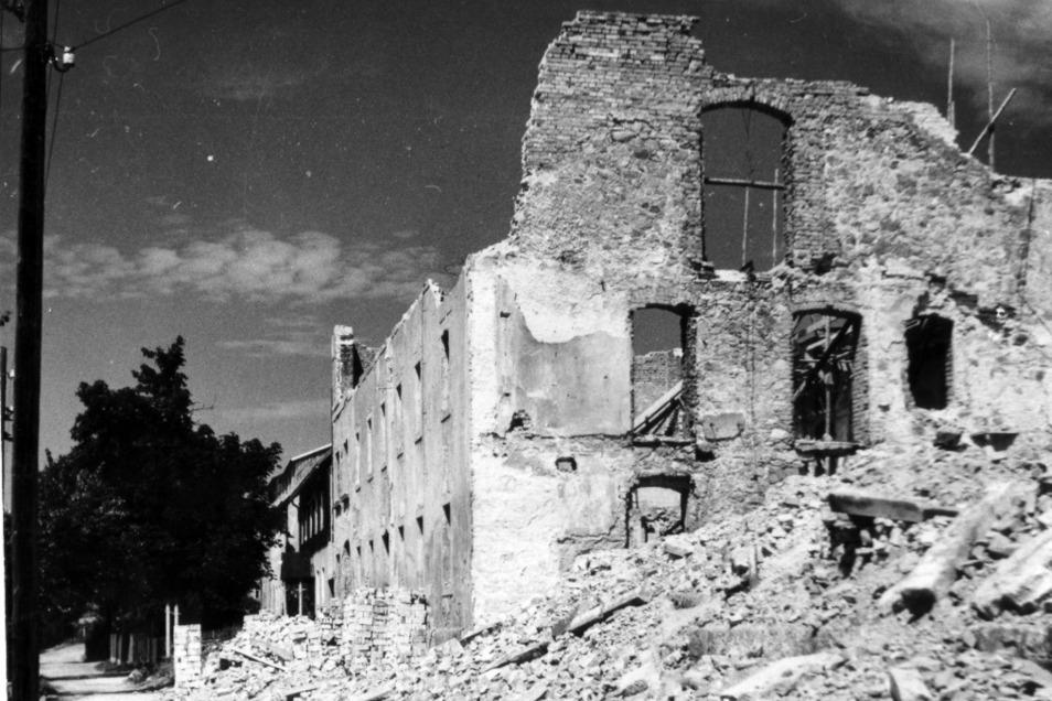 """Noch einen Tag nach Kriegsende beschloss eine """"Werwolf""""-Gruppe, das erzgebirgische Altenberg zu verteidigen. Die Folge war die Zerstörung fast des gesamten Ortszentrums."""