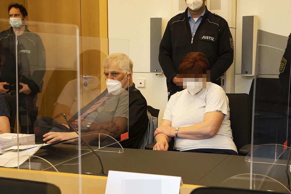 Anke F. ist die einzige der Beschuldigten, die am ersten Prozesstag durch ihren Anwalt Angaben zur eigenen Person verlesen ließ.