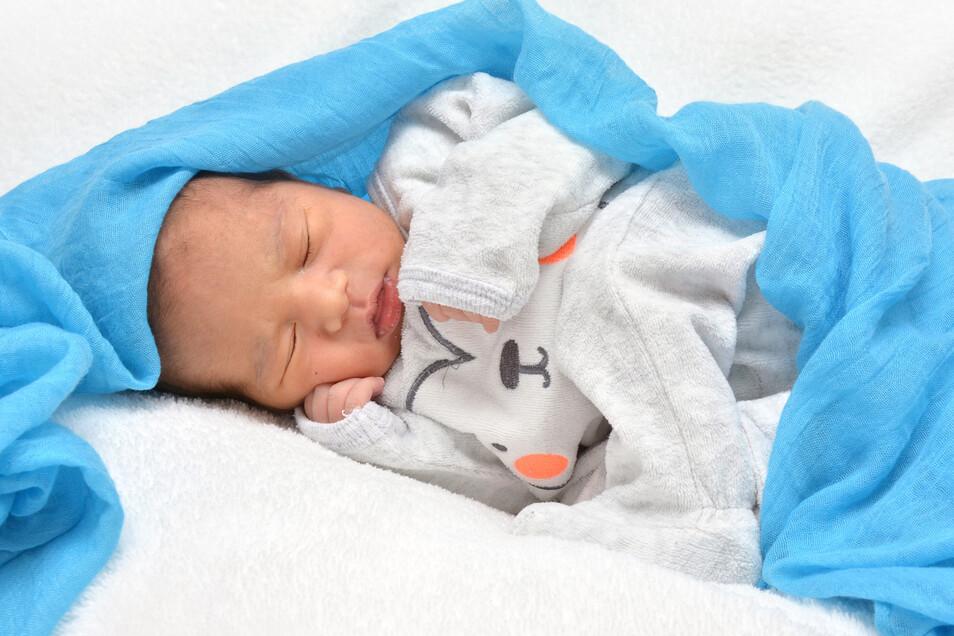 Agastya Shrestha, geboren am 9. Oktober, Geburtsort: Städtisches Klinikum Dresden, Gewicht: 3380 Gramm, Größe: 51 Zentimeter, Eltern: Shreena und Nirendra Lal Shrestha, Wohnort: Dresden