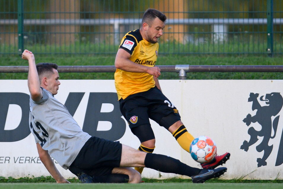Justin Löwe (r.) spielt seit elf Jahren bei Dynamo - und am Dienstagabend im Future Team gegen Freital mit Erik Schütze.