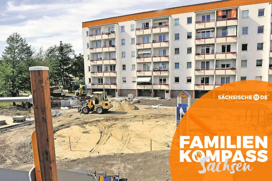 Das Wohnumfeld in Weißwasser wird ständig verbessert. Im September wurde im Auftrag der Wohnungsbaugenossenschaft im Innenhof der Heinrich-Hertz-Straße 33 bis 37 an einem neuen Spielplatz gearbeitet – das macht das Areal für junge Familien mit Kinde