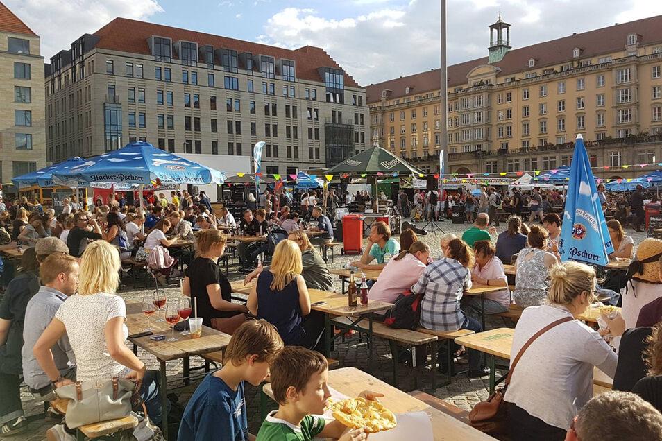 Pfandbecher und Gläser, die gespült werden stehen in Dresden nicht nur beim Streetfood Festival auf den Tischen.