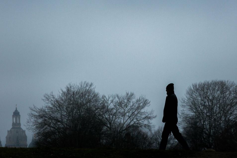 """Einsame Spaziergänge haben ihren Reiz. Damit das Alleinsein jedoch nicht zur seelischen Belastung wird, bietet die offene Gruppe """"Freizeit Dresden"""" Möglichkeiten, Gleichgesinnte zu finden."""