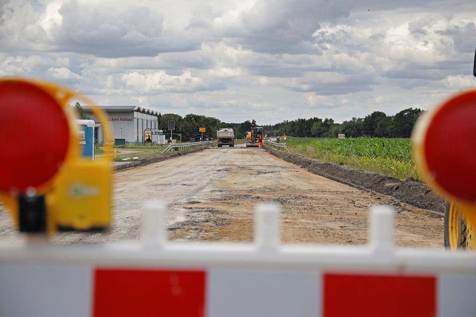 So sieht es zum Glück längst nicht mehr aus: Ein Eindruck von der B-169-Baustelle am Ortsausgang Gröditz vom Juli.