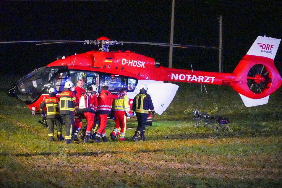 Drei Verletzte gab es bei einem schweren Verkehrsunfall auf der B 6 am Sonntagabend bei Sohland am Rotstein.