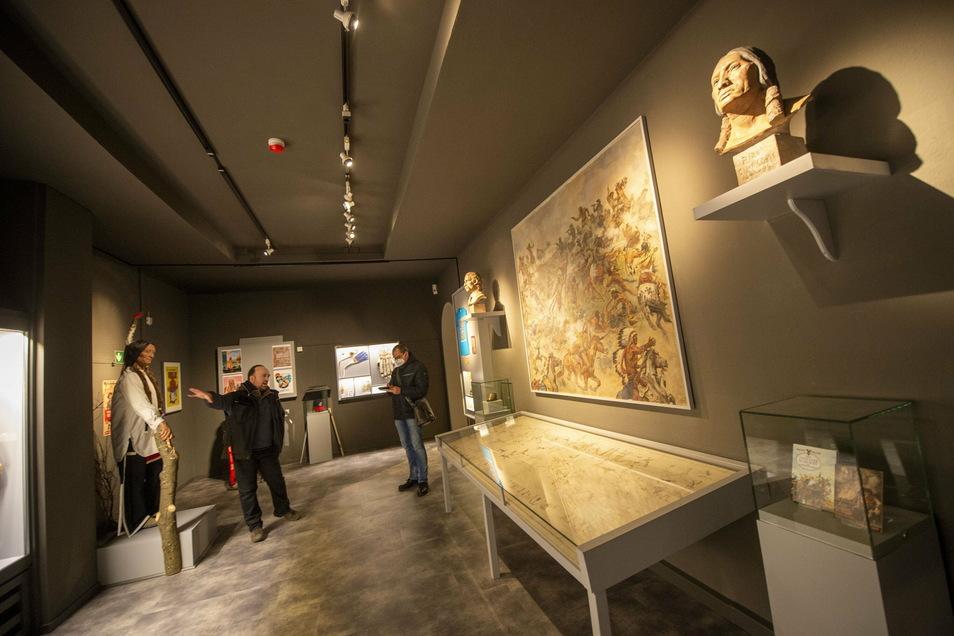 Ein Blick in den neu gestalteten Ausstellungsraum mit dem Gemälde von der Schlacht am Little Bighorn im Karl-May-Museum.