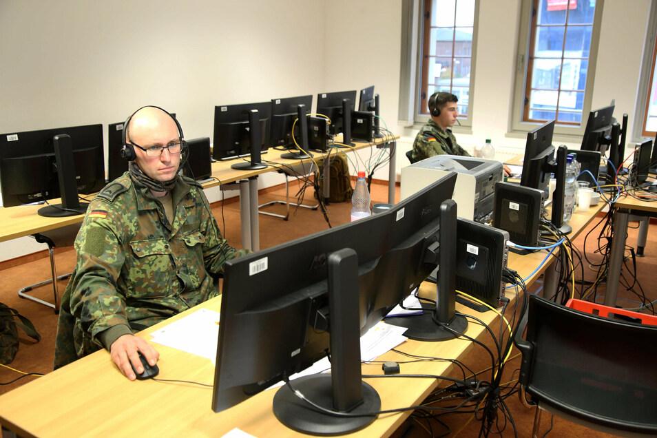Sie gehören zu den 20 Bundeswehrsoldaten aus Gera, die jetzt den Landkreis Görlitz gegen Corona unterstützen.