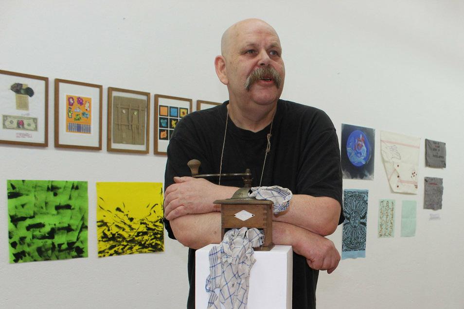 """Kunst aus Putzlappen ist in der Galerie """"Art Factory Flox"""" in Kirschau zu sehen. Holger Wendland ist Kurator und Ideengeber der ungewöhnlichen Schau."""