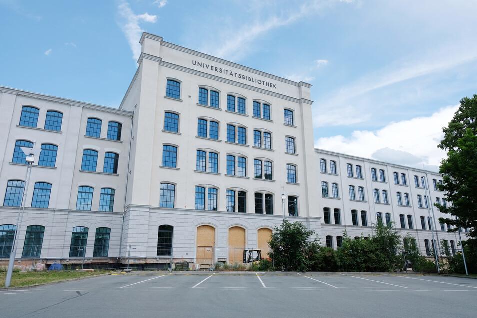 Entgegen dem Zeitplan soll der Umbau der ehemaligen Spinnerei zur Unibibliothek erst Ende dieses Jahres statt in diesem Sommer fertig werden.