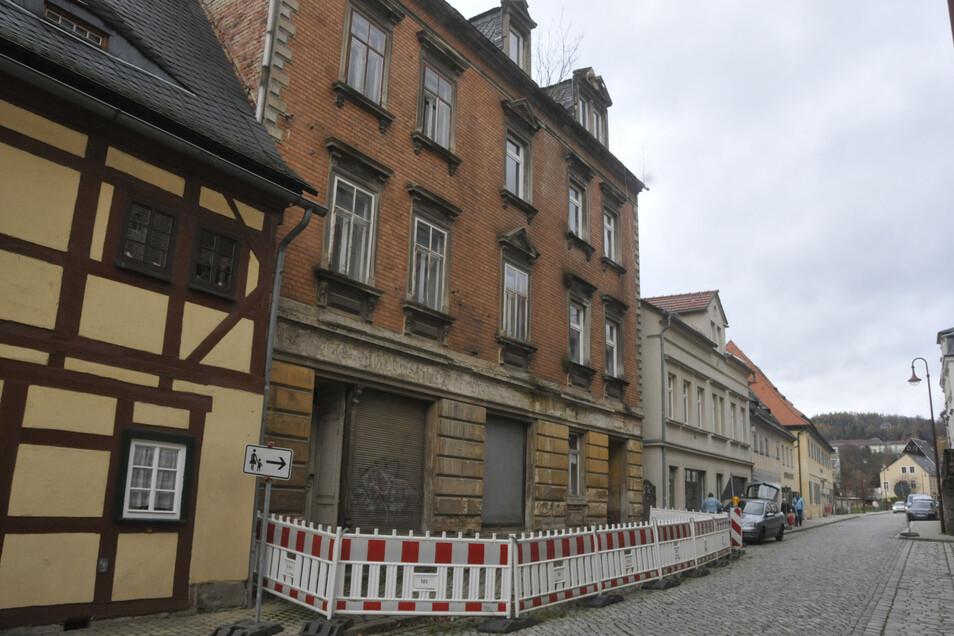 Nur der Fußweg ist jetzt gesperrt auf der Hertigswalder Straße 18 in Sebnitz.