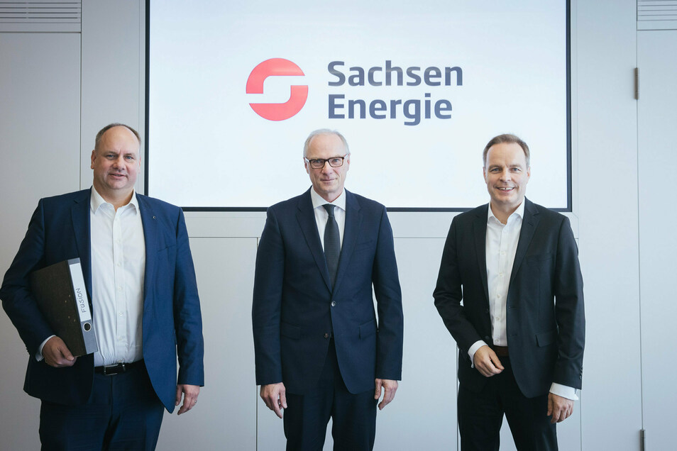 Dresdens Oberbürgermeister Dirk Hilbert (links), KBO-Aufsichtsratsvorsitzender Mike Ruckh (Mitte) und Drewag-Geschäftsführer Frank Brinkmann haben die Rahmenbedingungen für die Fusion mit der Enso zur Sachsen Energie AG abgesteckt.