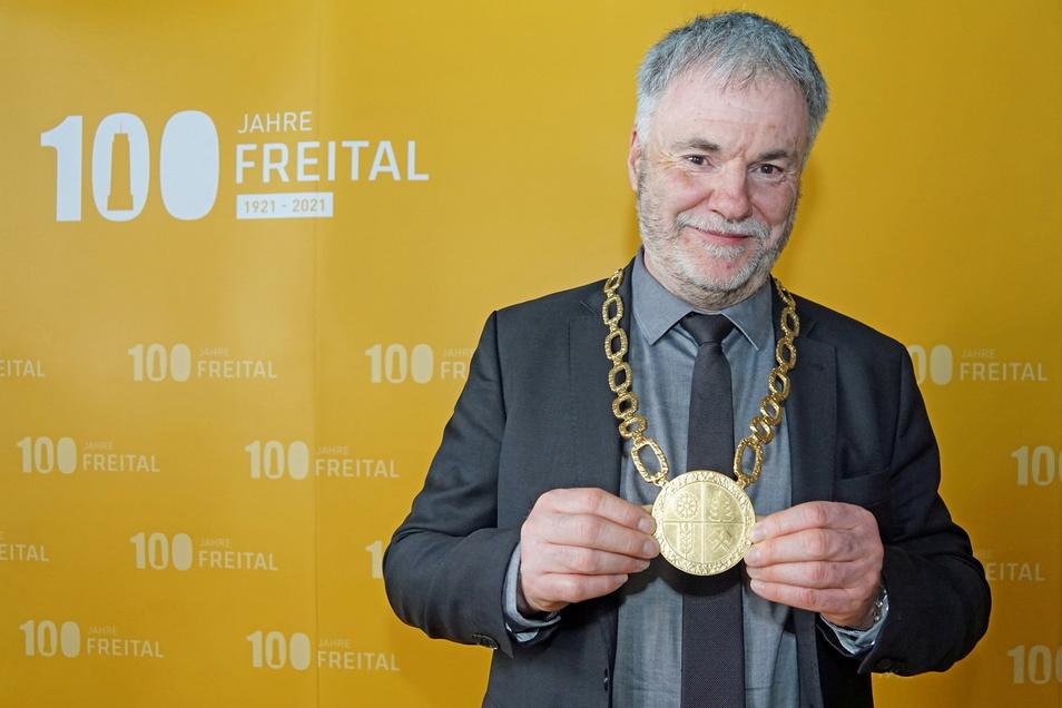 In seinem sechsten Jahr als Oberbürgermeister durfte Uwe Rumberg anlässlich des 100. Gründungsjubiläums der Stadt Freital eine neue Amtskette entgegen nehmen.