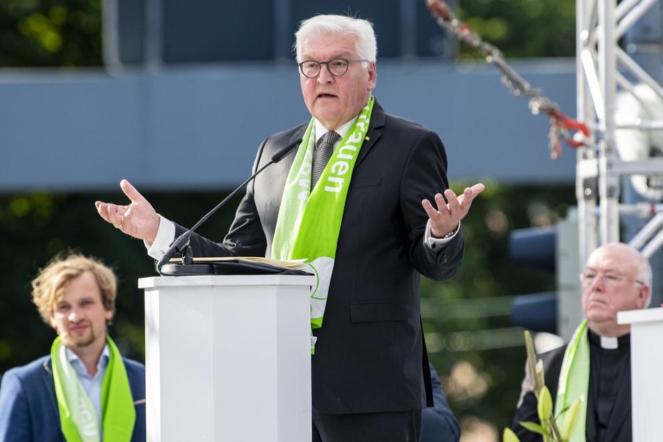Bundespräsident Frank-Walter Steinmeier sprach zu Beginn des 37. Deutschen Evangelischen Kirchentages in Dortmund zu den Gästen. Dabei forderte er auch die rasche Aufklärung des Mordes an Lübcke.