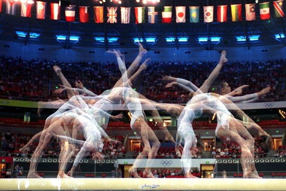 Turnen ist eine ästhetisch anspruchsvolle Sportart, wie auch diese Mehrfachbelichtung einer australischen Turnerin beim Training am Schwebebalken zeigt. Doch auch deshalb ist das Gewicht für die Mädchen und jungen Frauen ein heikles Thema.